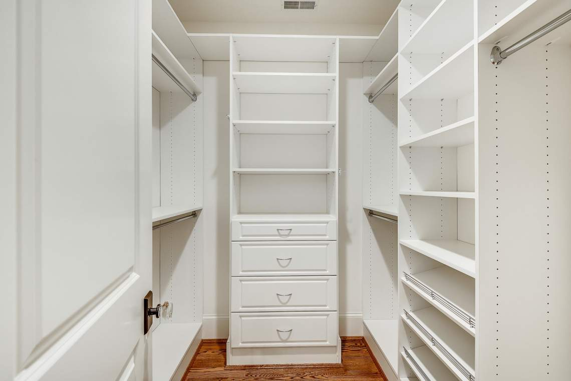 Upper-Level-I-Master-Walk-In-Closet-_DSC2039